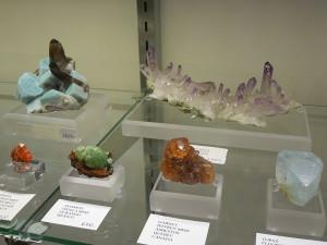 800px-2012_Tucson_Gem_&_Mineral_Show_114